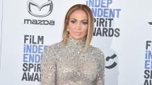 Jennifer Lopez begeistert mit Glitzer-Schutzmaske
