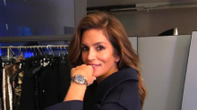 Cindy Crawford celebrates Christmas vacation in skintight bodysuit