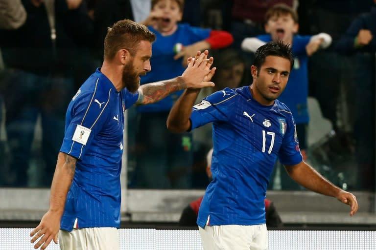 7aab8e71a2 Daniele De Rossi comemora com o brasileiro naturalizado italiano Éder o gol  que marcou para garantir o empate da Itália contra a Espanha