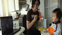 Raw: Gangnam video sets mood for baby's lunch