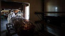La segunda ola de la pandemia dispara las muertes por covid-19 en Argentina