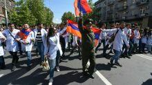 Arménie: le chef de l'opposition libéré, des milliers de manifestants à Erevan