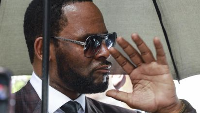 R. Kelly charged with using bribery to marry Aaliyah