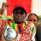 Zimbabwe's Mugabe resisting army pressure to quit: senior source