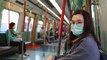 Como se proteger da covid-19 no ônibus, no trem e no metrô