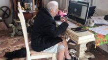 Carlos Augusto tiene 92 años y toma sus clases universitarias en línea para cumplir su sueño de ser arquitecto