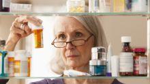 Uso de múltiplos remédios e falta de estudos em idosos ampliam riscos na terceira idade
