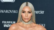 Kim Kardashian zeigt sich im Miniatur-Tanga am Strand