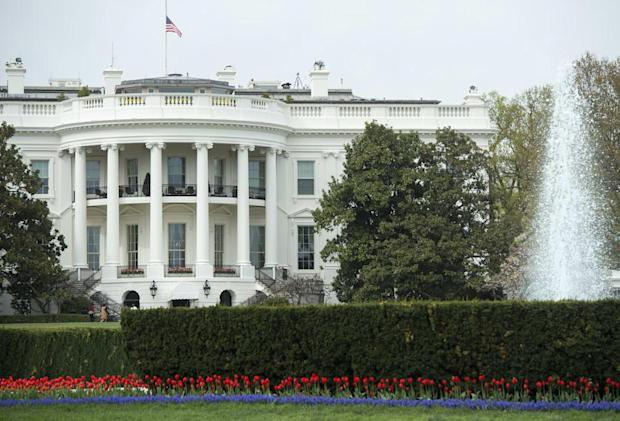Thanks, Obama: Now you can take selfies in the White House