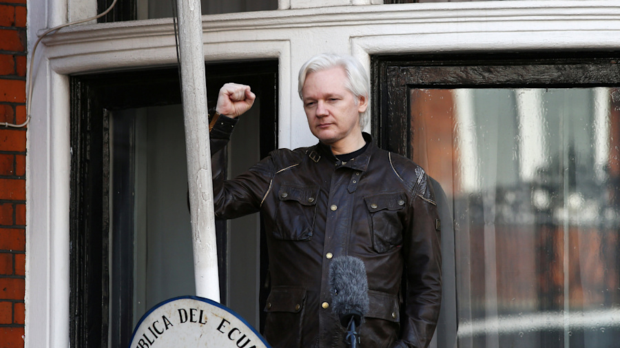 U.S. accidentally reveals charges against Assange