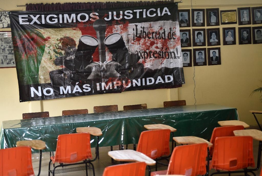 """A sign reading """"We demand justice. No more impunity"""" hangs at the Mexican journalists' union office in Chilpancingo, Guerrero state (AFP Photo/PEDRO PARDO)"""
