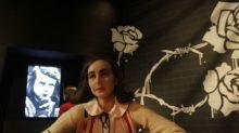 Páginas escondidas no diário de Anne Frank revelam piadas banais e ideias sobre educação sexual