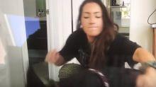 Youtuber 'fofa' agride seu cachorro de estimação e é 'cancelada' na internet