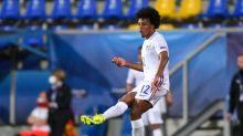 Chelsea planeja incluir zagueiro em busca por jovem francês do Sevilla