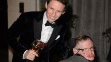"""Stephen Hawking: Für Eddie Redmayne war er """"der lustigste Mann"""""""