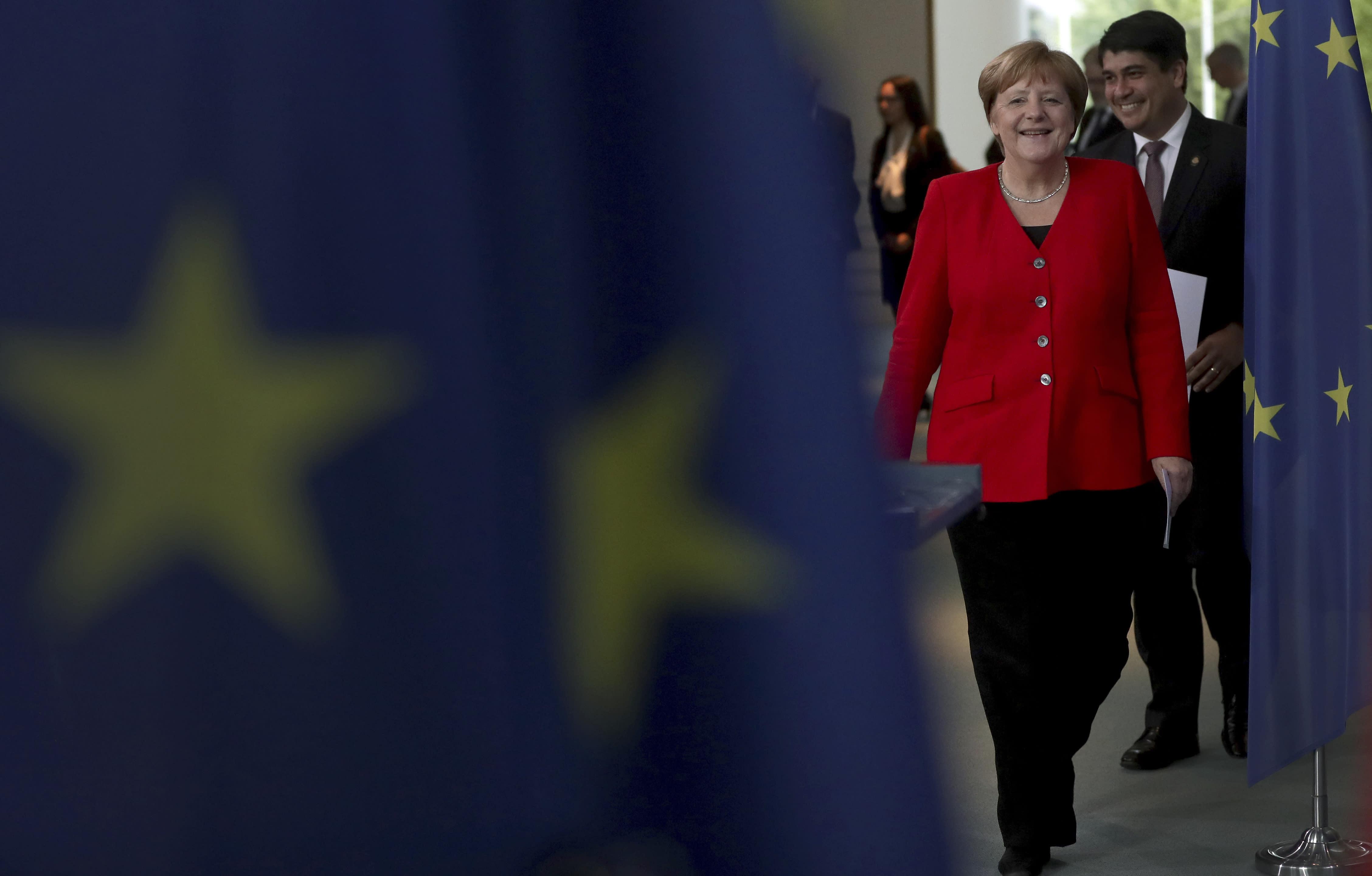 Angela Alvarado merkel warns of populists' rise in europe