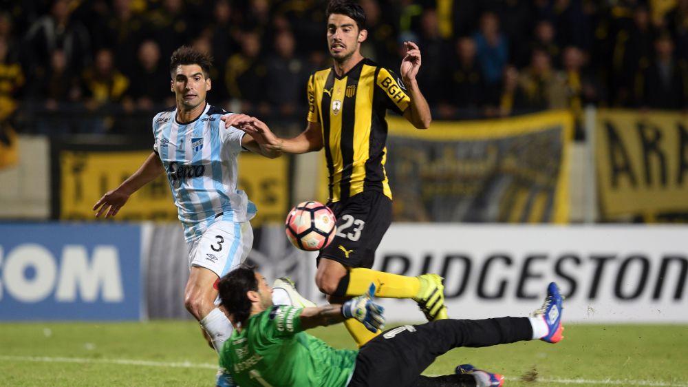 Peñarol lo pudo dar vuelta ante Atletico Tucumán