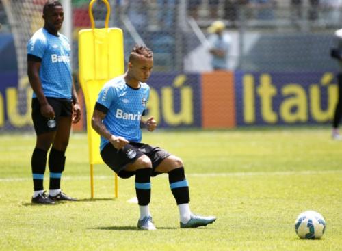 Com cinco gols no Brasileirão, Everton alcança marca de Luan