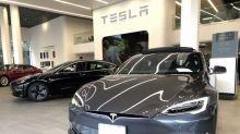 Tesla, c'è il Karaoke: l'auto diventa intrattenimento su ruote