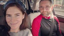 Amanda Knox si sposa, ma senza anello: la proposta