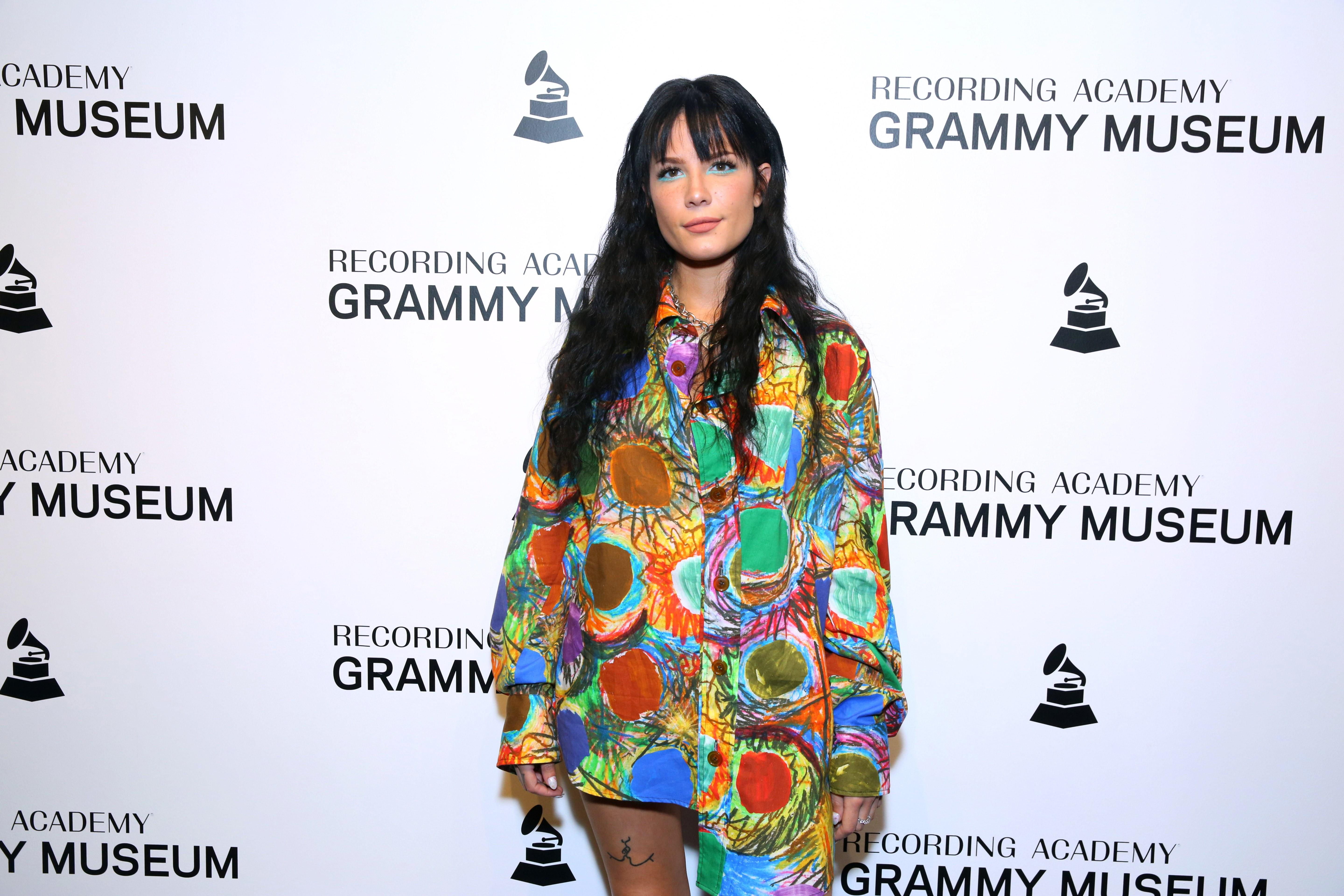 Halsey Tour 2020.Halsey Fans Can T Believe She Was Snubbed By Grammy