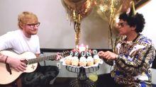 ¡Imperdible! Ed Sheeran le canta el feliz cumpleaños a Bruno Mars