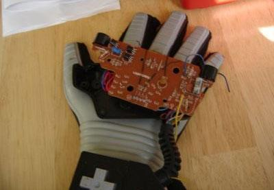 Turn your vintage Power Glove into a modern mouse