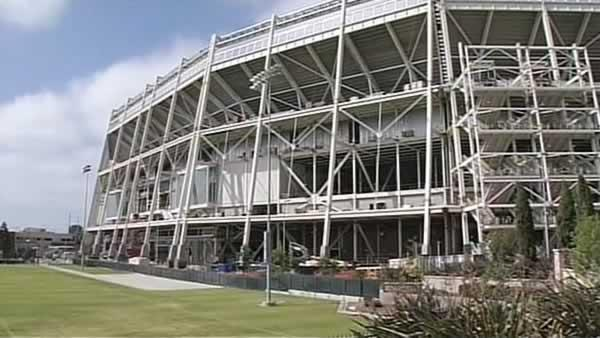 Construction on hold after death at Levi's Stadium