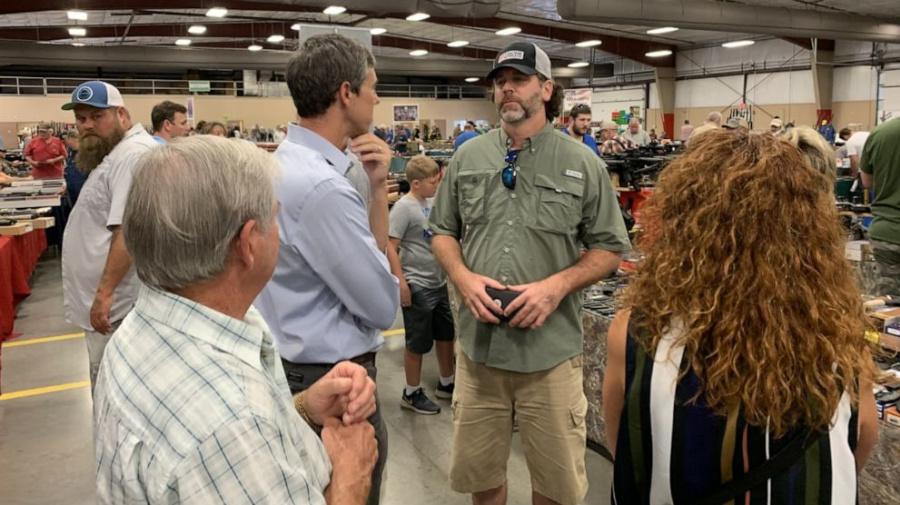 Beto O'Rourke makes surprise visit to gun show