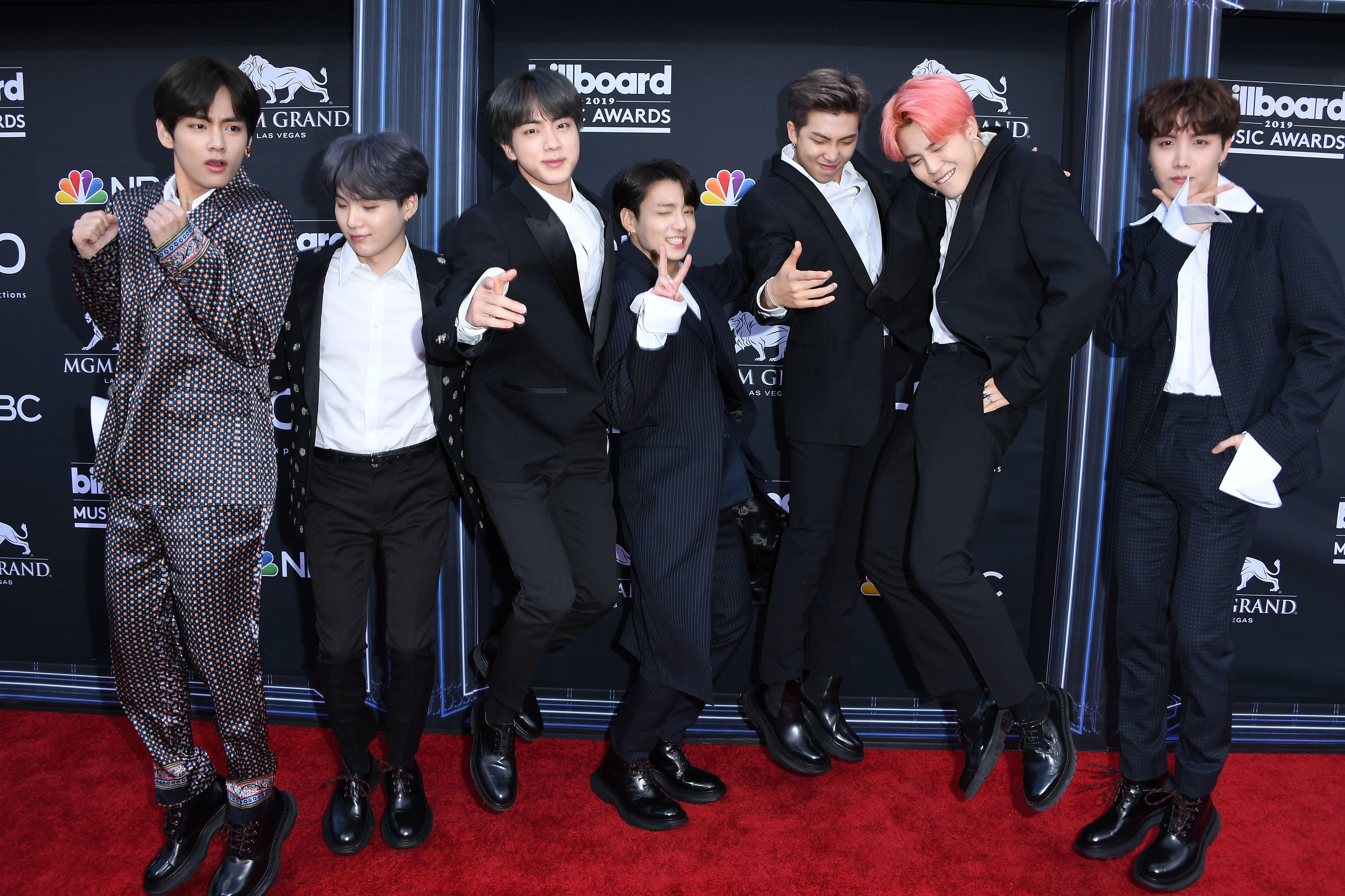 The Bts Army Is Sharing Their Favorite Memories For Bts S Sixth