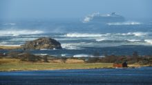 Stricken liner sails for port after hundreds airlifted to safety