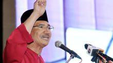 Don't delay meeting when Umno in crisis, Hishammuddin tells supreme council
