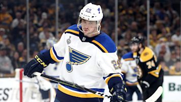 Blues' Dunn would rather take another puck to face than wear face shield