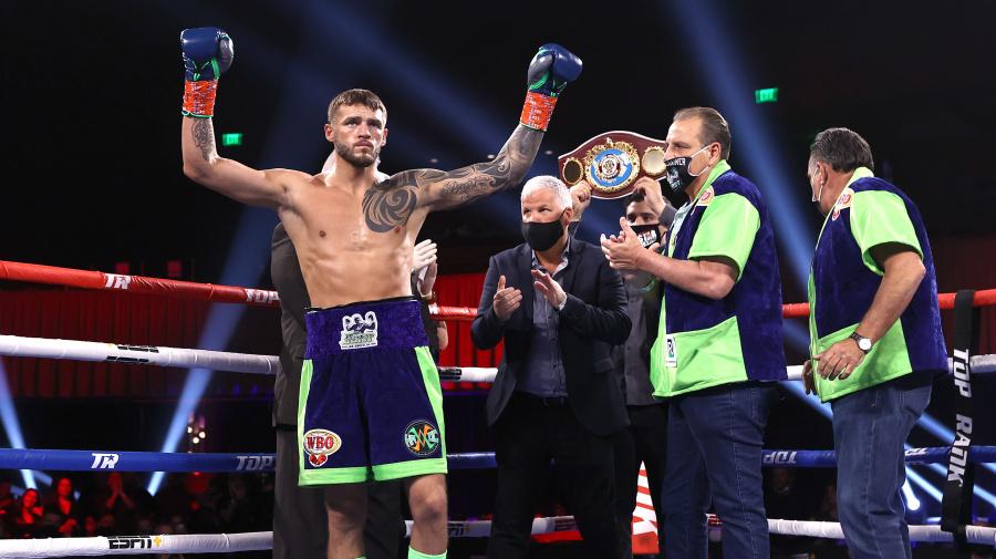 Joe Smith Jr. edges Maxim Vlasov for vacant WBO light heavyweight title