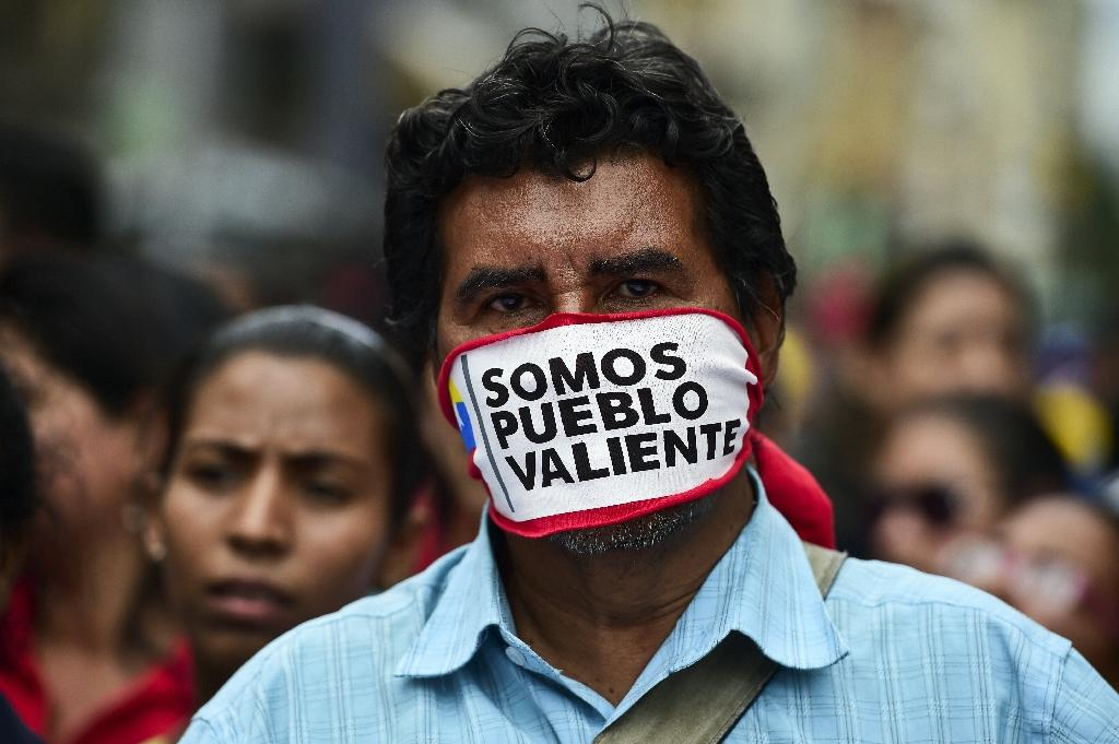 Supporters of Venezuelan President Nicolas Maduro take part in a protest against the Organization of American States, in Caracas on June 1, 2016 (AFP Photo/Ronaldo Schemidt)