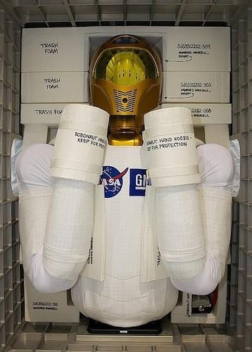 Visualized: Robonaut 2 settles in for month-long shuttle delay