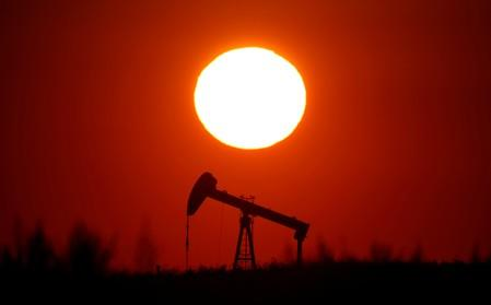 Oil falls, Brent posts biggest quarterly drop this year on demand fears