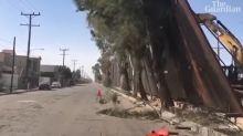 Une partie du mur de Donald Trump tombe du côté mexicain... à cause du vent