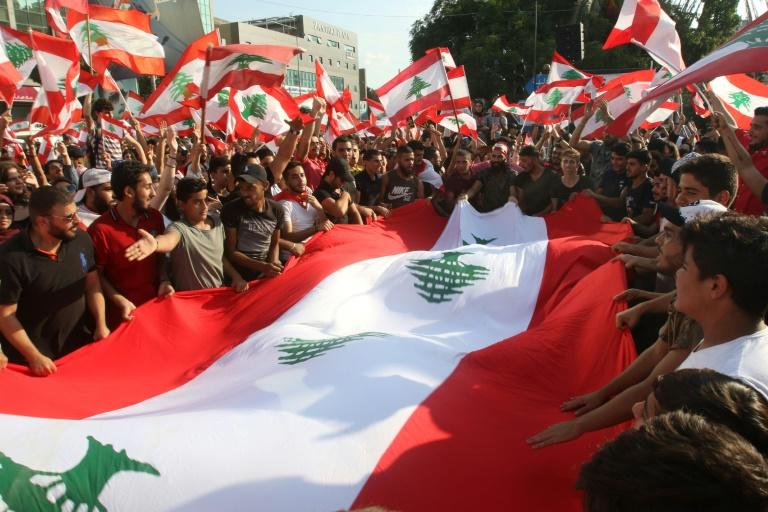 Lebanese protestors clean up streets in sixth day of protests