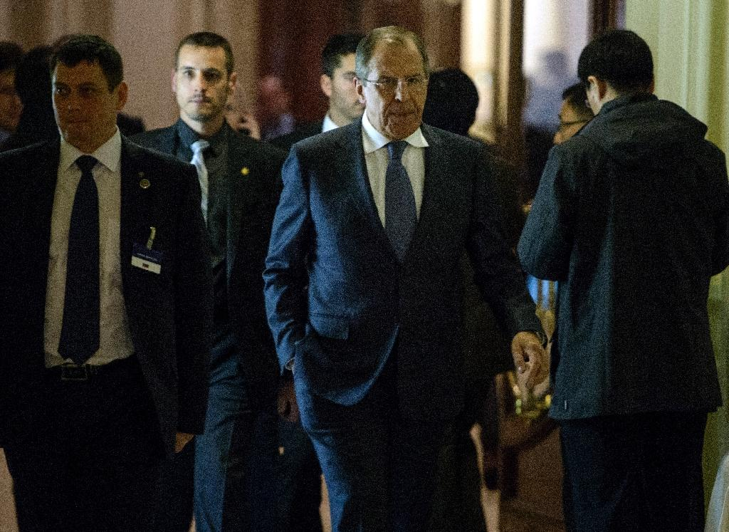 Russian Foreign Minister Sergei Lavrov (C) walks in the Beau Rivage Palace Hotel in Lausanne on March 31, 2015, during negotiations on Iran's nuclear programme (AFP Photo/Brendan Smialowski)