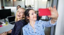 Adictos a los selfies: ¿por qué nos obsesiona salir bien en las autofotos?