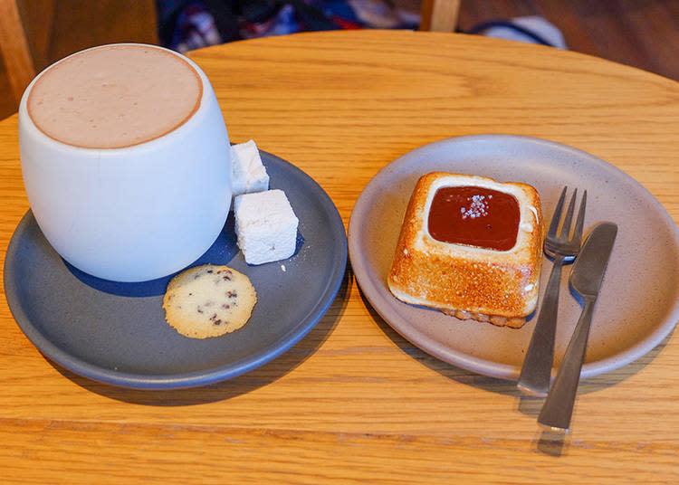 左|KURAMAE HOT CHOCOLATE  630日圓 右|S'MORE  450日圓