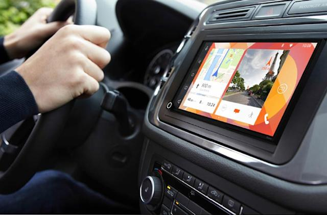 Parrot's Android-powered car system also does Apple CarPlay