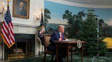 Donald Trump und sein winziger Schreibtisch sind ein gefundenes Fressen für Twitter