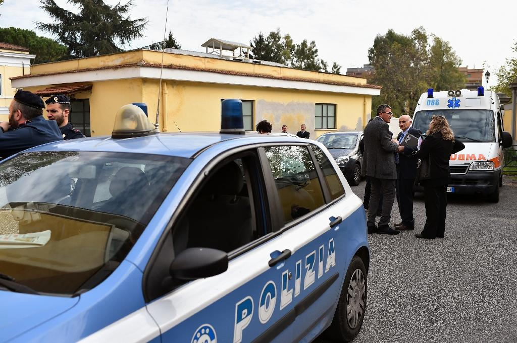 Italian police have arrested a Tunisian and a Pakistani on suspicion of supporting the Islamic State group