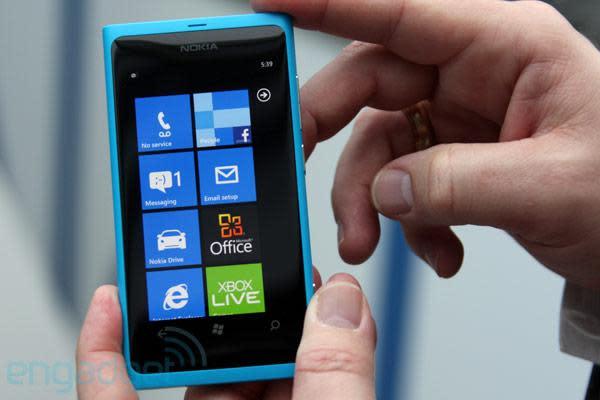 Nokia Lumia 800 hands-on (video)