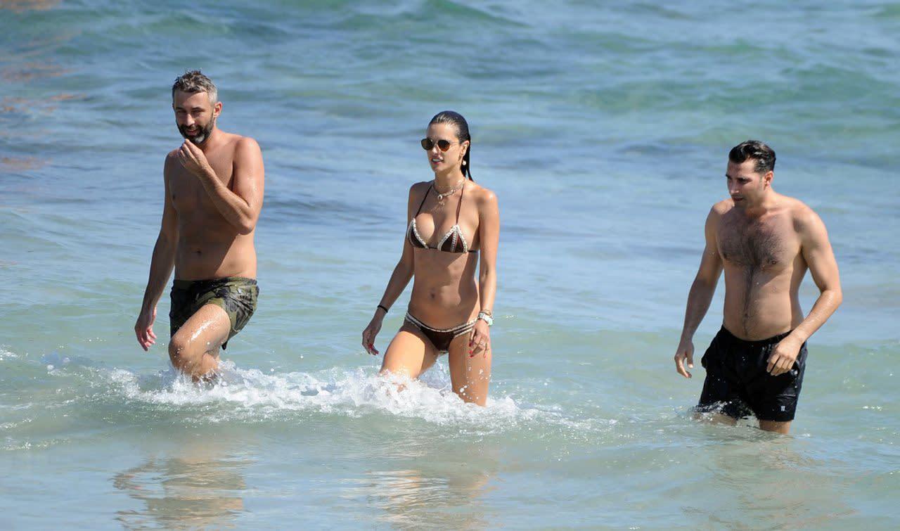 La modelo Alessandra Ambrosio llega a Ibiza