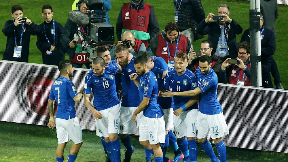 Italia superó a Albania y sigue arriba