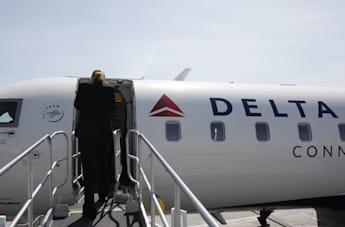 Delta changes course on iPads in cockpit and moves to Surface instead