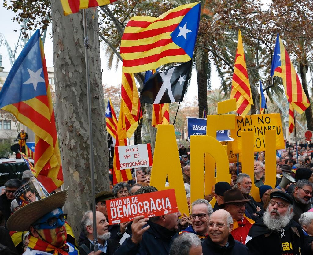 Catalan pro-independence demonstrators outside the Superior Court of Justice on December 16, 2016